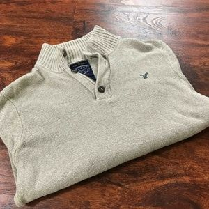 AMERICAN EAGLE Button V-Neck Athletic Fit Gray